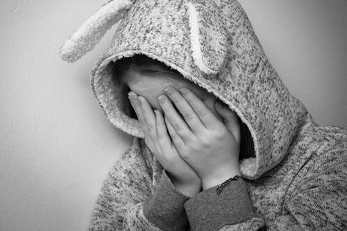すぐに泣く女性の評判。男性は心の中で面倒くさいと思っている。