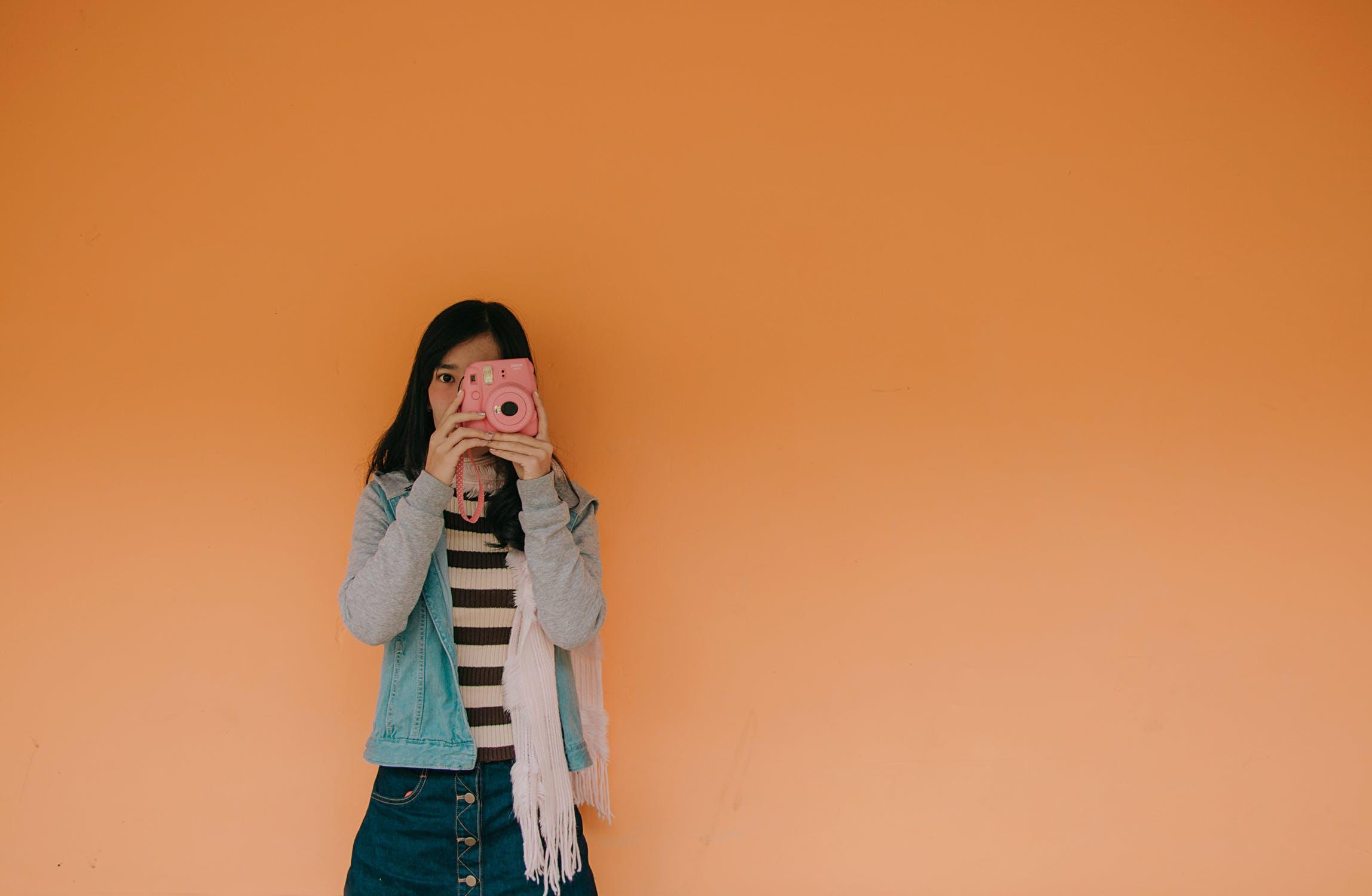 口が軽い女性の特徴や性格とは?対処法も紹介