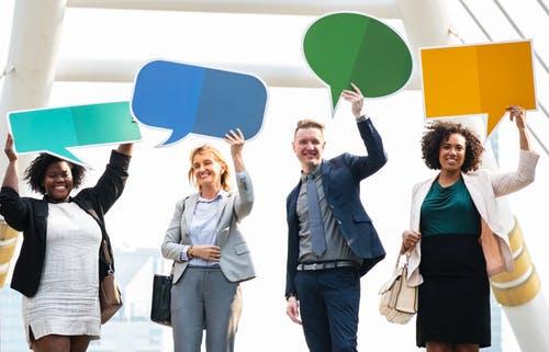 会話中に意識して相手の名前を呼ぶだけで、コミュニケーションの質が上がる。